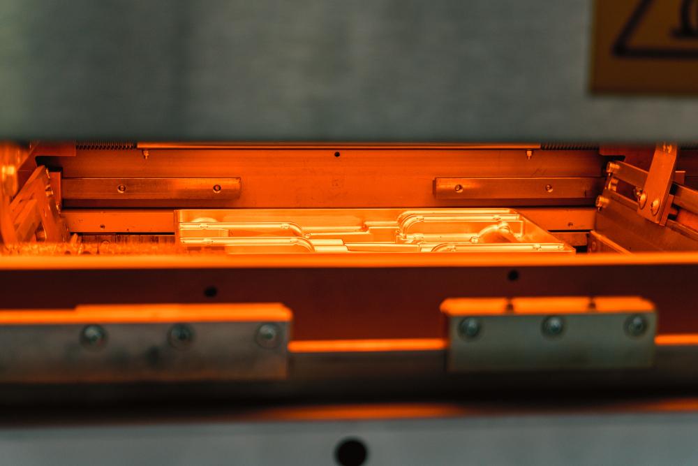 Nieuwe vacuümvormmachine bij Polymess
